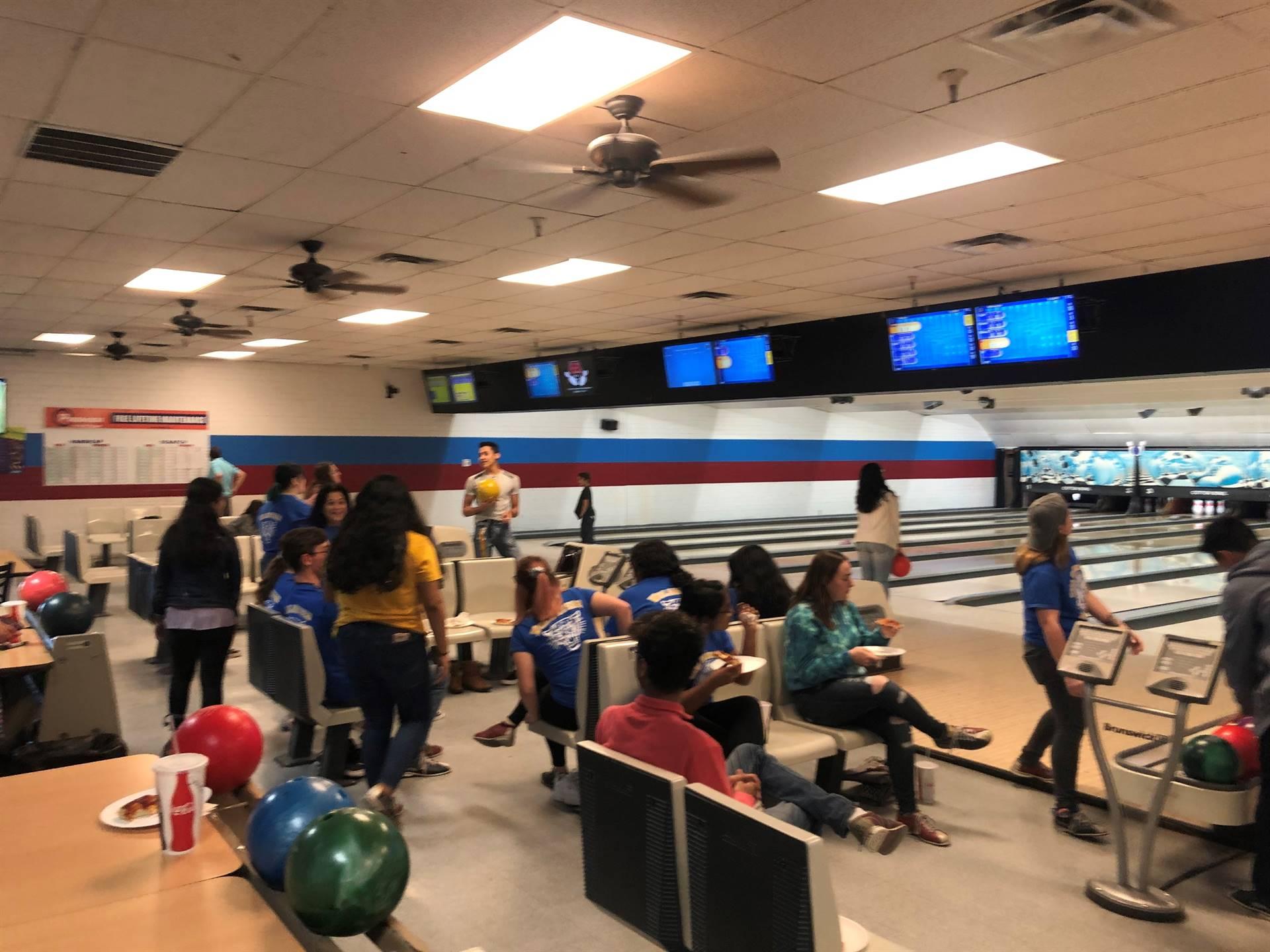 Key Club Kiwanis Bowling Party 20200122 (4)