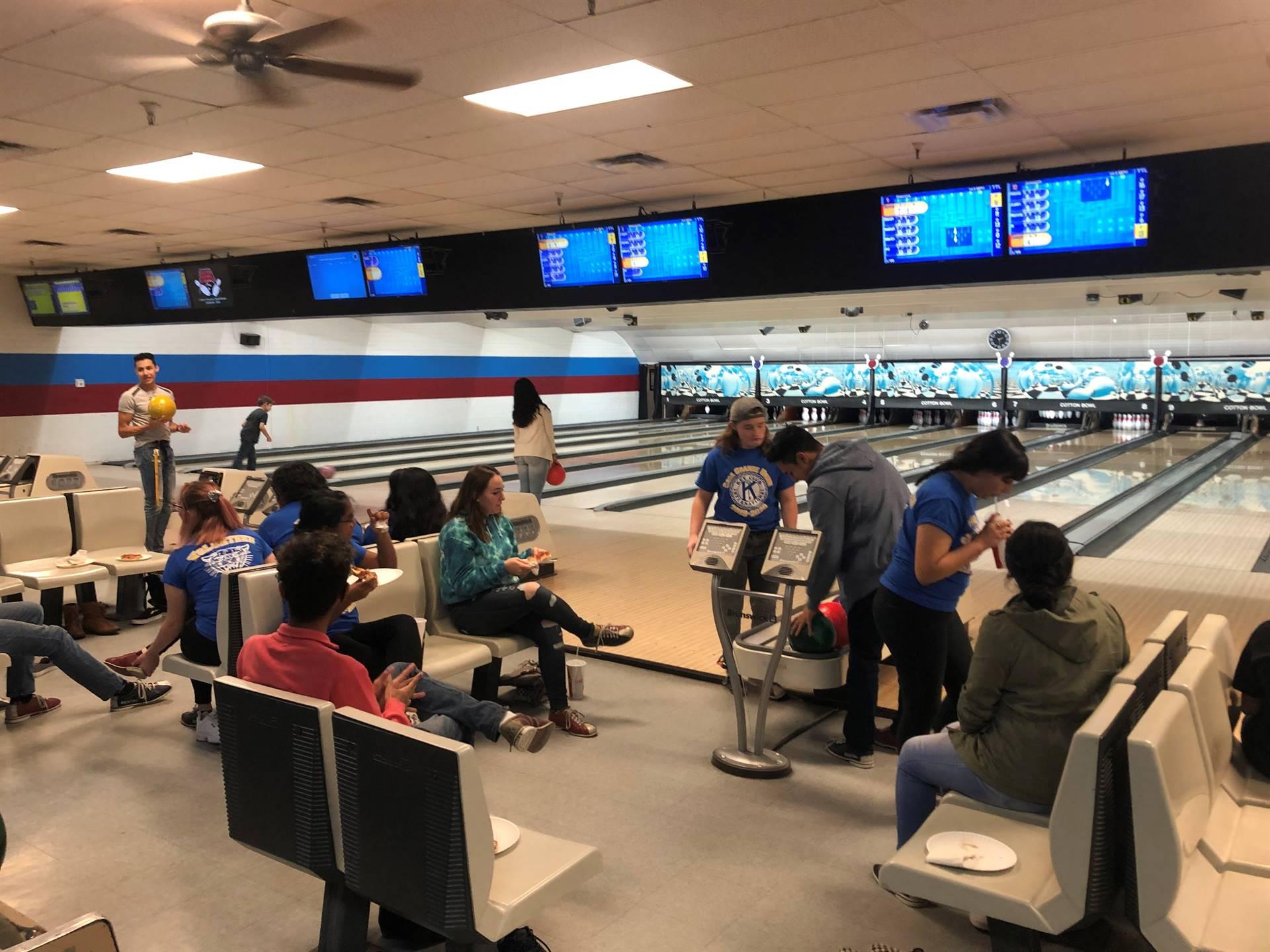 Key Club Kiwanis Bowling Party 20200122 (5)