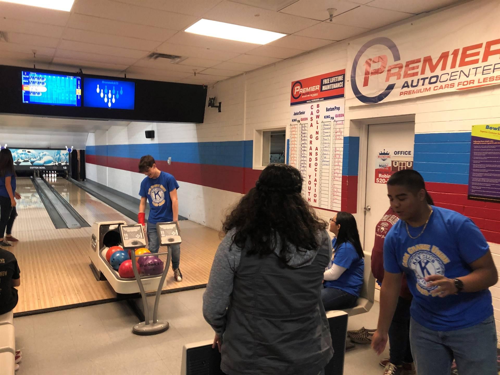 Key Club Kiwanis Bowling Party 20200122 (8)