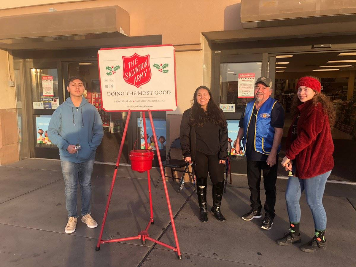Key Club Salvation Army Bell Ringing 201912 (2)